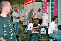 Am Stand von Connection e.V.